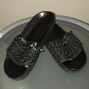 Kendall + Kylie Shilo chains matte slip ons sz 7